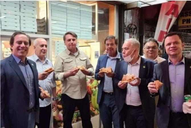 Green pass a New York: Bolsonaro, il presidente no-vax del Brasile costretto a mangiare per strada fuori dalle NU