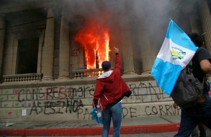 Vogliono prenderli per fame – L'atroce sofferenza dei parlamentari guatemaltechi