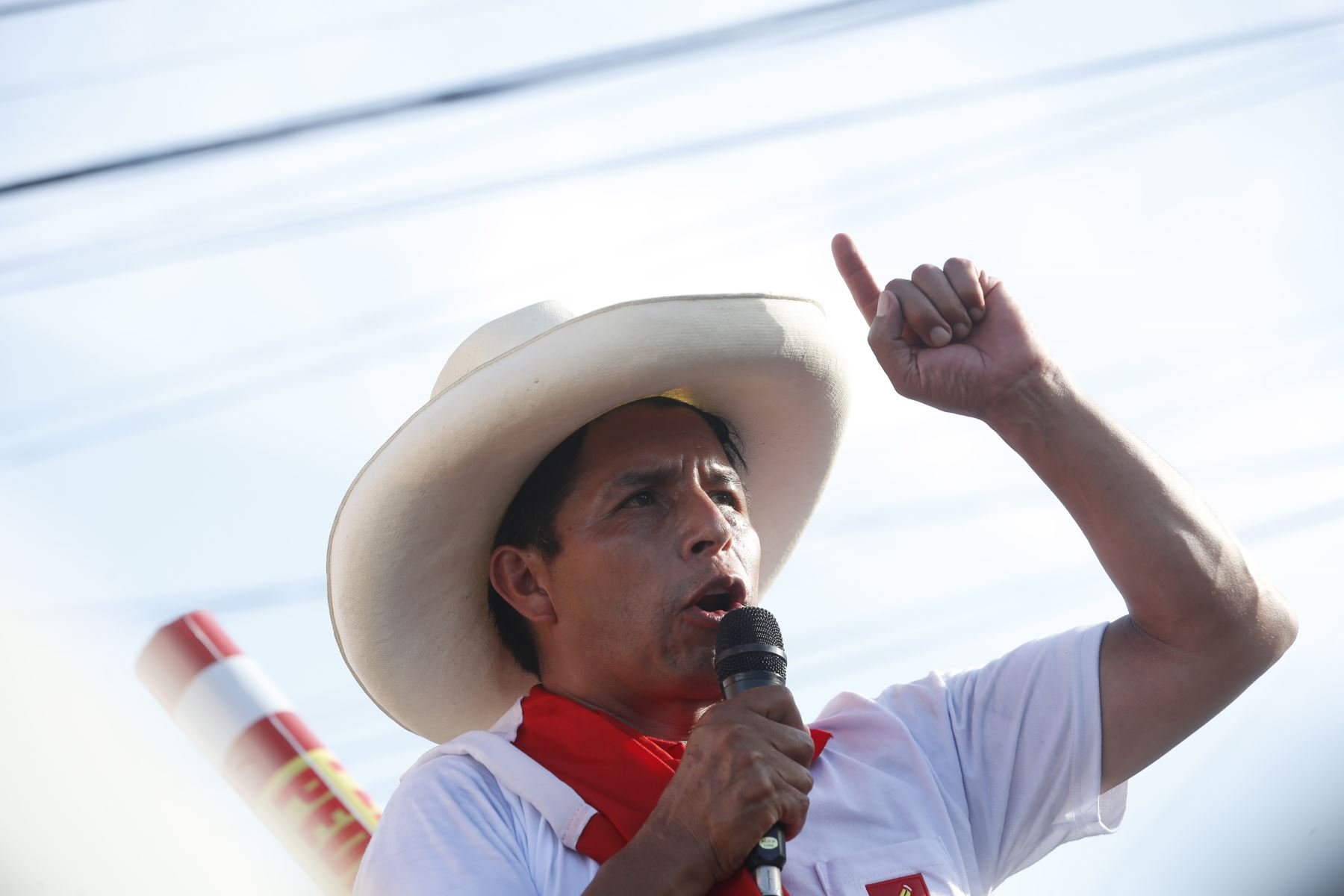 Pedro Castillo, Garabombo e la ribellione contro la storia e la mafia